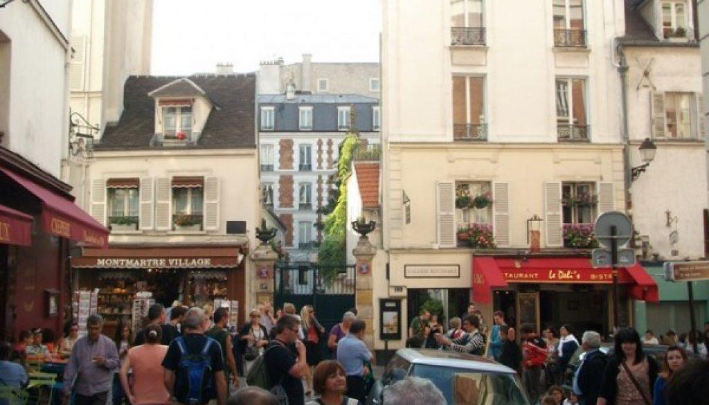 Square behind Sacre Coeur
